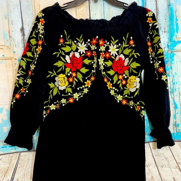 Velzera Embroidered Floral Tunic Black Medium